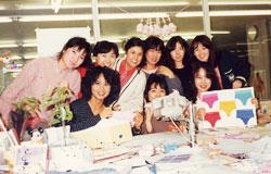 「ワコールデザイン課に勤務していた頃」 (前列一番左がStudio Tomi代表 松本富子)
